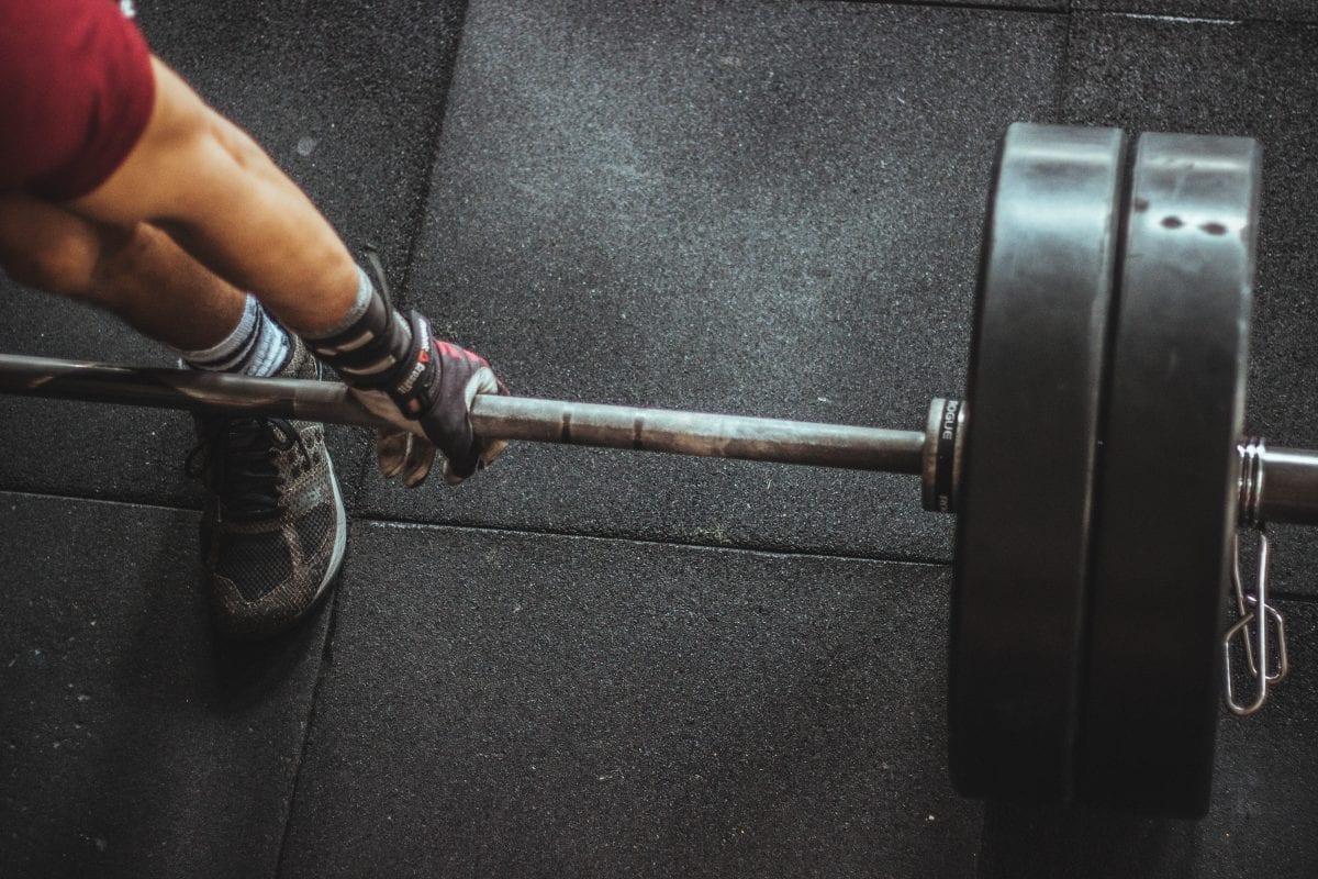 Pessoa treinando a resistência muscular localizada