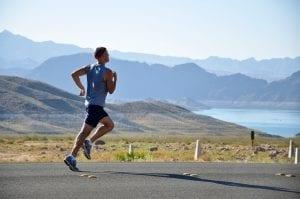 Pessoa aprendendo a correr corretamente