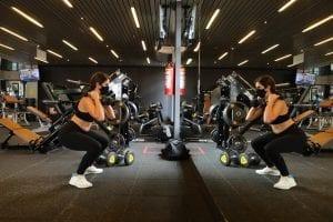 Mulher-realizando-exercicio-fisico-para-gravidas